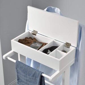 boîte de rangement sur valet de chambre
