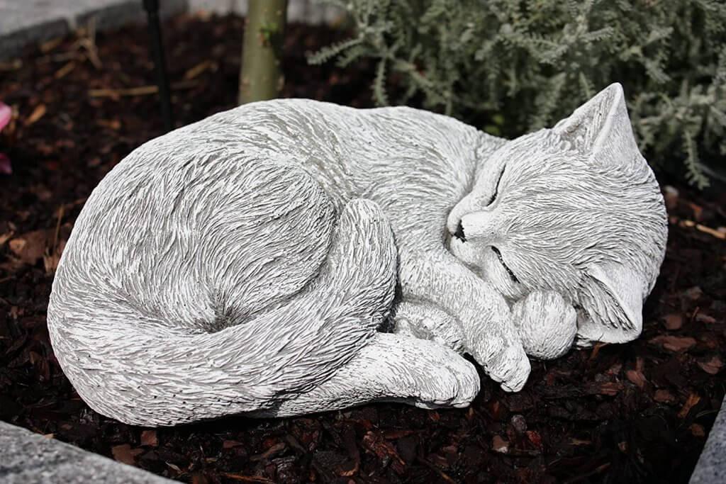 statue de chat qui dort